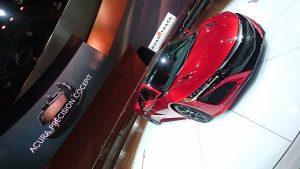 Acura NSX, automobilul sport cu aspect agresiv și motor central