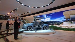 Lincoln Navigator Concept ce seamănă cu Tesla Model X cu ale sale aripi tip fluture