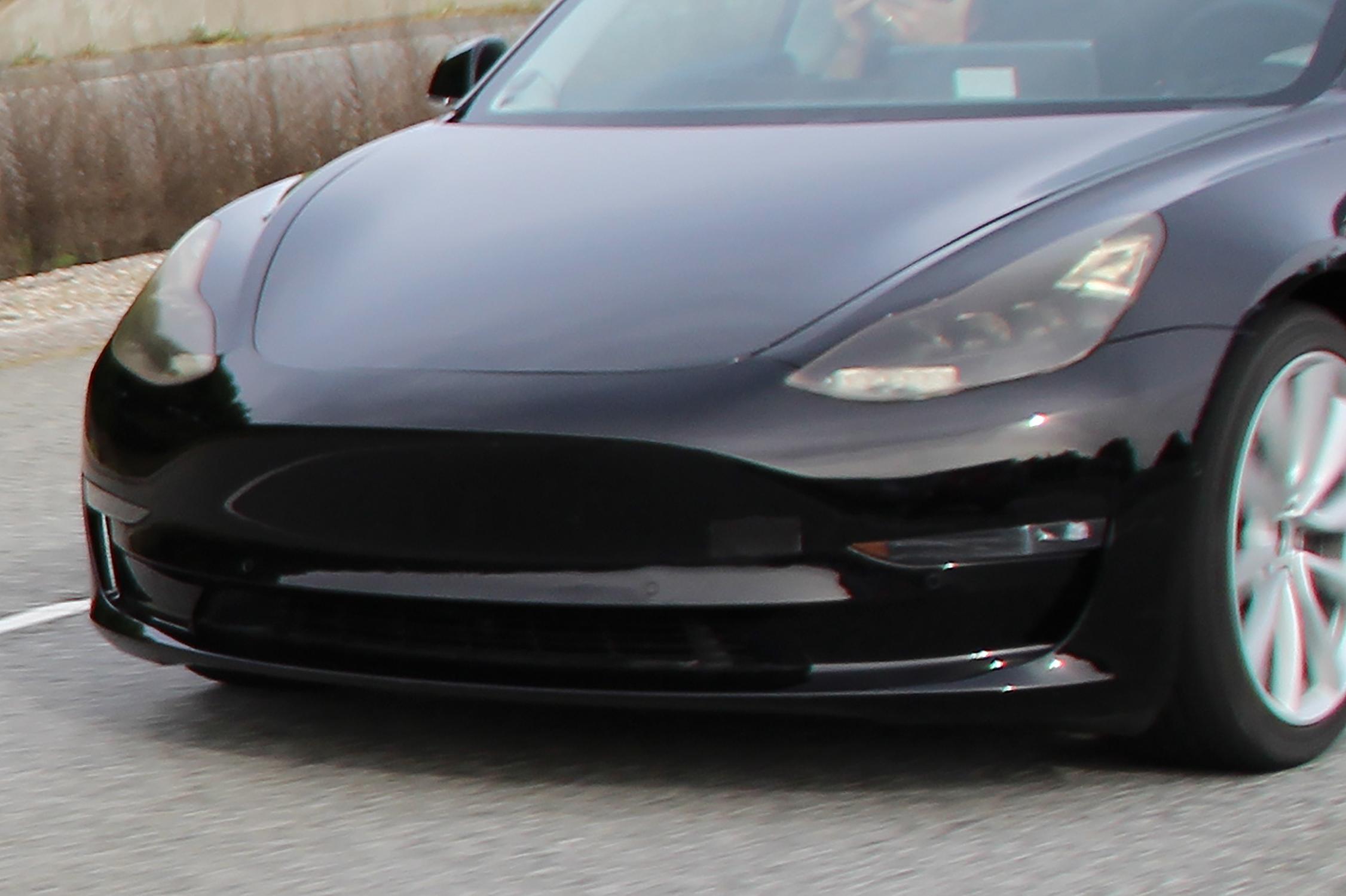Exclusiv AUTOpro! Tesla Model 3 surprinsă în teste ...
